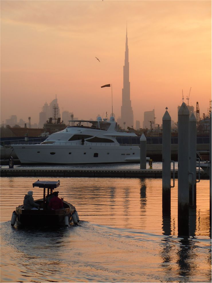 Picture Of Burj Khalifa Worlds Tallest Building In Background
